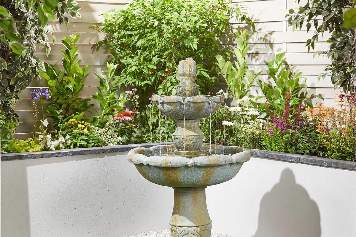 Décoration jardin d'une maison neuve + point d'eau