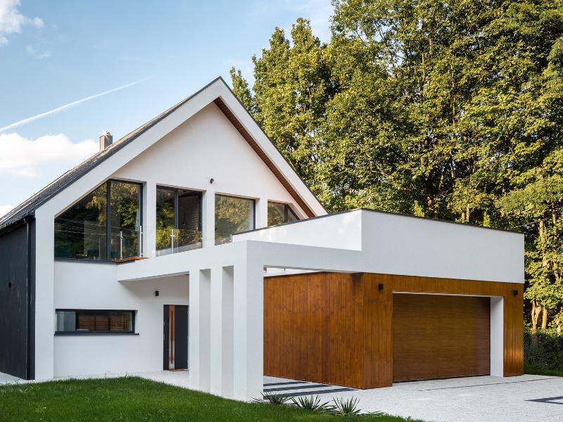 Maison à étages avec garage